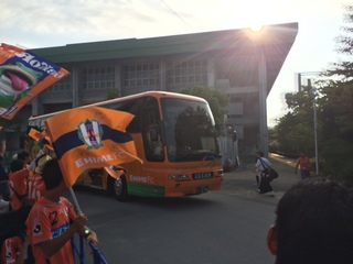 4.選手バス.JPG
